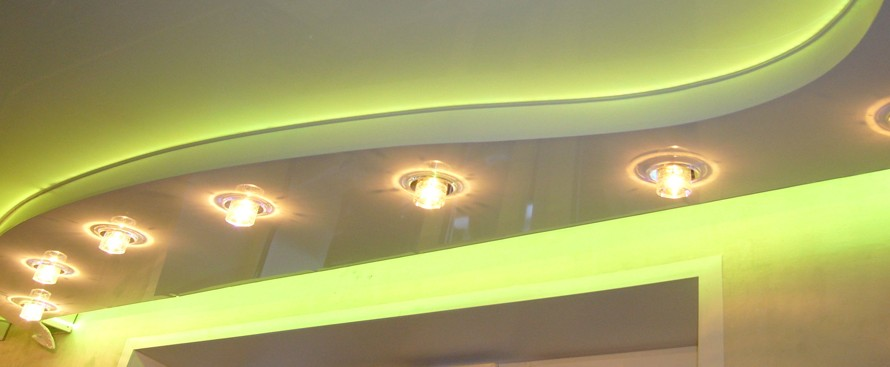 Изготовление многоуровневого потолка с подсветкой